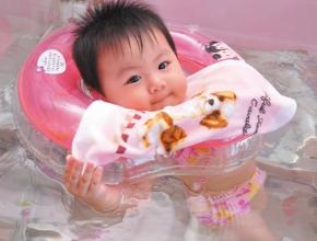 婴儿游泳抚触